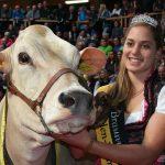 Beate-Bühler-mit-Grand-Champion-Payssli-Roxana